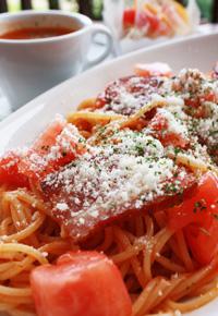カリカリベーコンとトマトの冷製パスタ